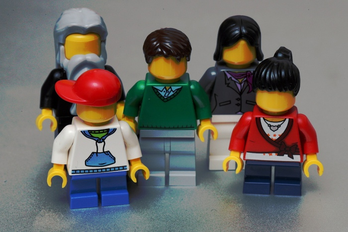5246934428_b5f7f57049_b lego family via Flickr pascal faceless family.jpg