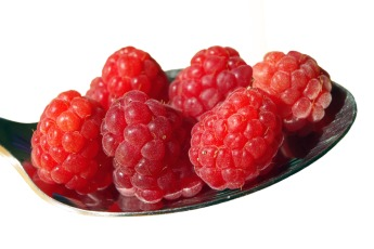 raspberries-1338034_1920 via pixabay